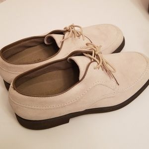 CUTE Hush Puppy Lace Up Oxfords